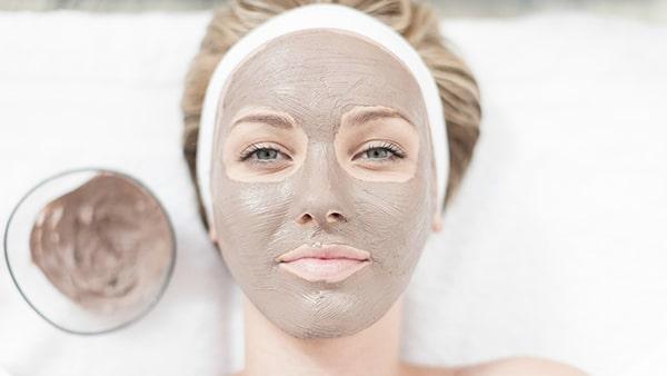 Đắp mặt nạ dưỡng ẩm tự làm tại nhà có tác dụng chống khô da