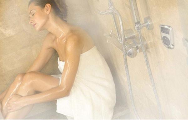 Việc tắm lâu và rửa mặt bằng nước nóng vào mùa đông đều không tốt cho da