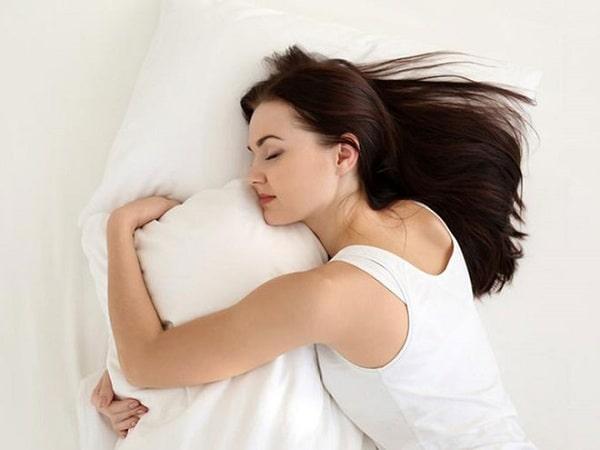 Ngủ đủ giấc là cách để bảo vệ làn da khỏi lão hóa