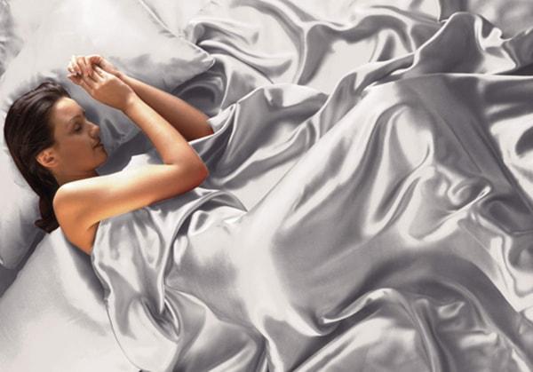 Giảm nếp nhăn nhờ ngủ trên gối lụa