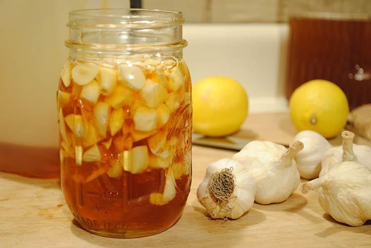 Cách chống lão hóa da bằng hỗn hợp nước tỏi + mật ong