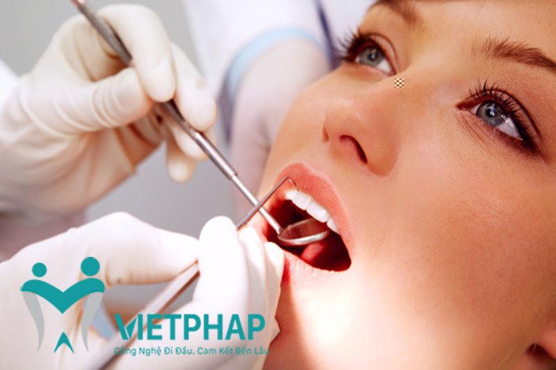 Làm-răng-sứ-bị-ê-hãy-nhanh-chóng-nhờ-sự-giúp-đỡ-của-nha-sỹ