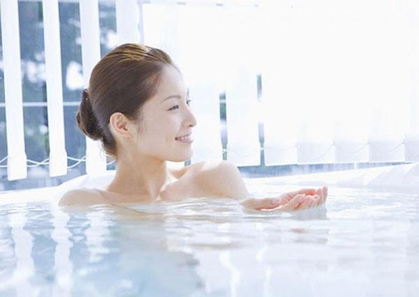 Tắm trắng bằng nước vo gạo hàng ngày để có một làn da ưng ý
