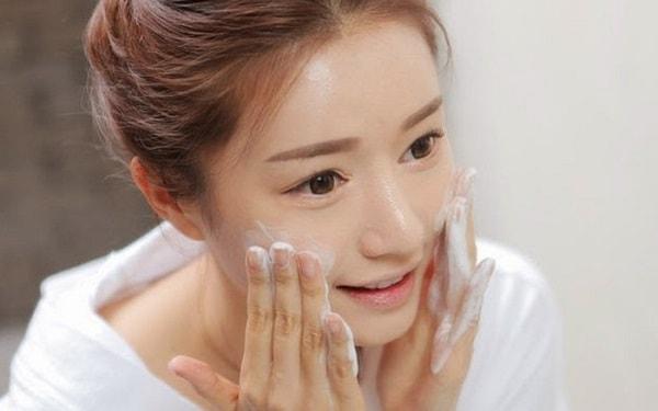 Làm sạch da từ bên ngoài khi vào mùa hanh khô