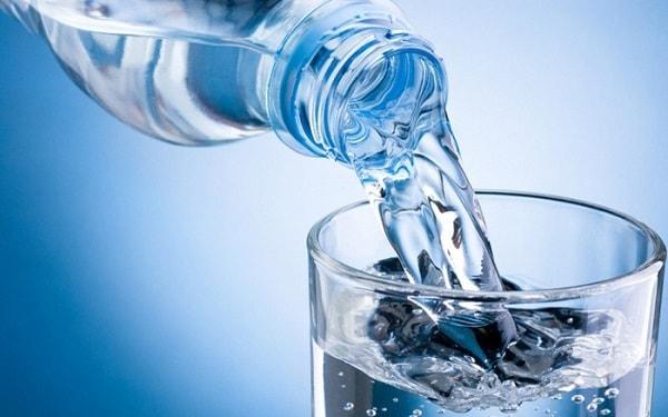 Uống nhiều nước vào mùa đông