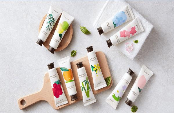Innisfree Jeju Hand Cream gây ấn tượng vì bao bì xinh xắn, phù hợp với các bạn gái