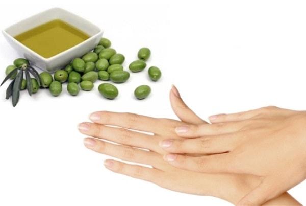 Dầu olive – thành phần thiên nhiên chăm sóc da tay hiệu quả.