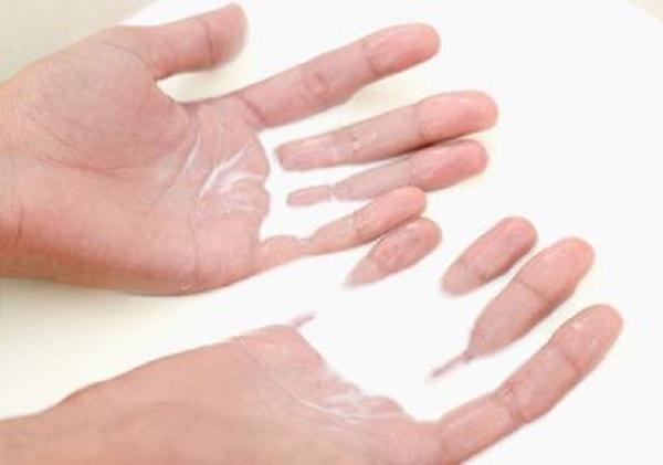 Mặt nạ từ sữa nguyên kem có thể phục hồi bàn tay khô ráp nhanh chóng