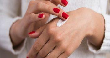10 loại kem dưỡng da tay phù hợp cho mùa đông khô nẻ