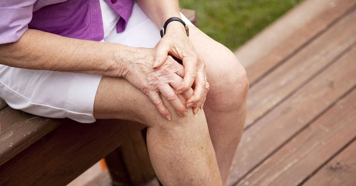 Phụ nữ là đối tượng dễ mắc các bệnh về thoái hóa xương khớp hơn nam giới.