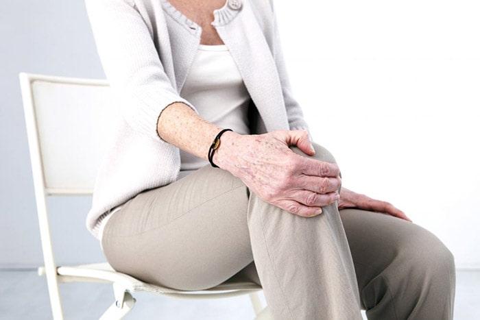 Tuổi tác càng cao thì tỷ lệ mắc bệnh thoái hóa xương khớp càng lớn.