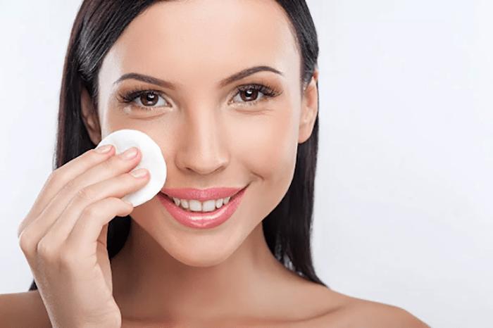 Nước hoa hồng mang rất nhiều công dụng quan trọng với làn da