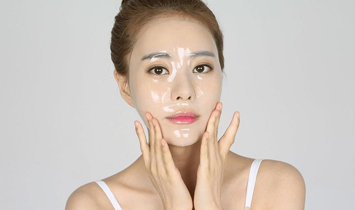 Đắp mặt nạ có tác dụng dưỡng ẩm, cung cấp vitamin và khoáng chất cũng như dưỡng trắng da